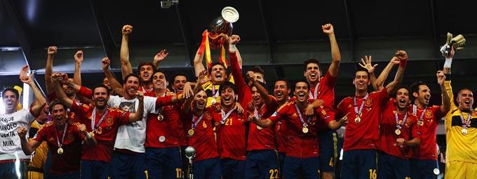 L'Espagne réalise le triplé